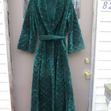 1970s womens  Montgomery Wards green  acrylic  plush fuzzy long robe housecoat with belt  sz small