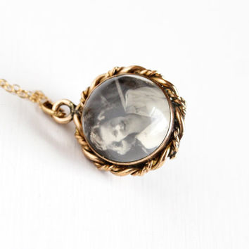Antique Gold Washed Magnifying Photo Locket Pendant Necklace - Victorian Domed Glass Pools of Light Style Charm Jewelry on Gold Filled Chain