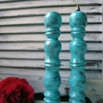 Beach Cottage Aqua Pepper Mill Grinder and Salt Shaker Set, Vintage Up Cycled Wooden Salt and Pepper Shakers, Shabby Chic Salt Shaker Set