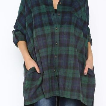 Featuring a collar neckline, plaid print throughout with Ombre effected, full length roll up sleeves, side pockets, button down closures, oversize construction and asymmetrical bottom hemline. Pair with black faux leather leggings and Jeffrey Campbell Abne