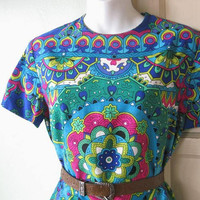 1960s-'70s Vintage Mandala Print Dress; Women's Medium Psychedelic Turquoise/Fuchsia/Cobalt Sheath; Boho Hippie Knee-Length