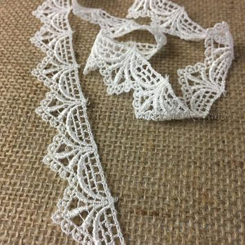 2 Scallops w//Cute Flowers Ivory Amore Fabrics Venise Lace Trim 2 Yards Ideal to Elongate Tops