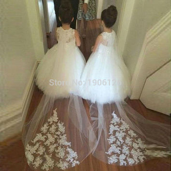 2016 New Design White Lace Flower Girl Dresses With Long Train Pageant Ball Gowns For Girls Mother Daughter Gowns Kids Prom