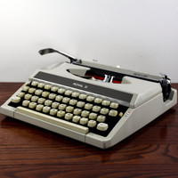 Vintage Royal Mercury Working Typewriter - Reconditioned Manual Typewriter -  Excellent Condition - Cream Typewriter
