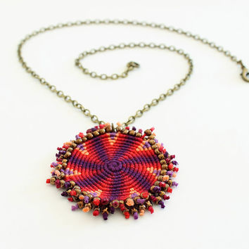 Macramè spiral geometric necklace ethnic red violet