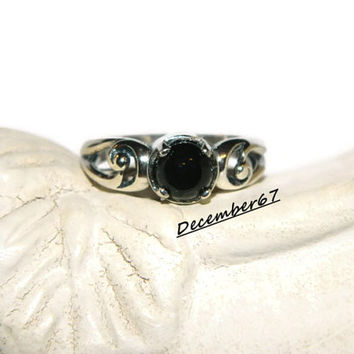 Black Onyx Ring, 6mm Cabochon Stone, Low Profile Ring, Middle Finger, Right Hand