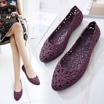Women's fashion hollow out sandals jelly sweet flat garden Beach shoes