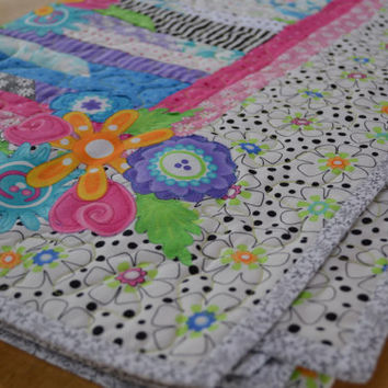 Girl's Quilt / Black, White, Pink and Purple / Toddler Bed Size
