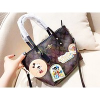 Coach fashion printed casual shoulder bag is a hot seller of casual lady shopping bag