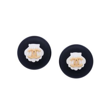 DCCKIN3 Chanel Vintage CC Round Shell Motif Earrings
