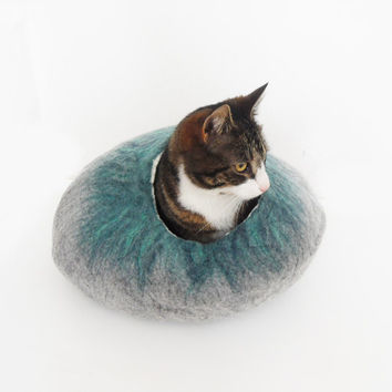 Cat Bed Cave House cat nap Cocoon in Natural Grey and Greens Hand felted with free Ball