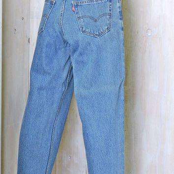 Vintage Levis 560 jeans 29 X 30 size 6 / 7 / high waisted tapered leg levis jeans / mens / womens mom jeans