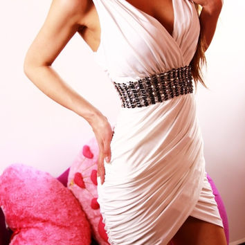 White V-neck Sleeveless Ruched Mini Bodycon Dress With Rhinestones