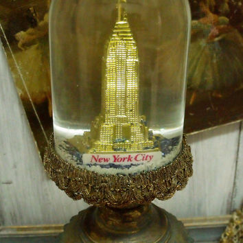 Vintage EMPIRE STATE New York snow globe Glass pedestal 50s New York snow dome souvenir