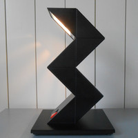 Awesome vintage 1980s black halogene design zig zag desk table lamp. Made by E-LITE. Modern Minimalist Adjustable Design Icon