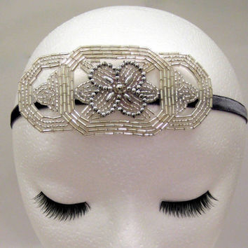 1920s style flapper headband art deco silver fascinator hair accessory Great Gatsby Downton Abbey Boardwalk Empire beaded