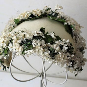 Vintage 1940s 1950s White Hat With Birdcage Veil and Flowers