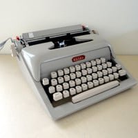 Vintage Royal Futura 400 Portable Manual Typewriter in Working Conditon RARE!!!