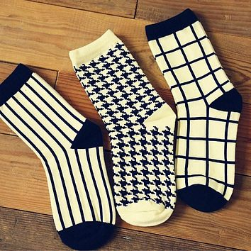 Cotton Women Crew Socks of Houndstooth Plaid Striped pattern, harajuku kawaii cute casual brand  white black