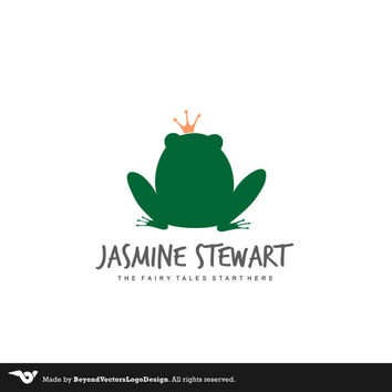 Blog Logo, Photography logo, Toys logo Premade, Small Business  logo, Green frog, Frog logo design, animal logo, frog queen logo