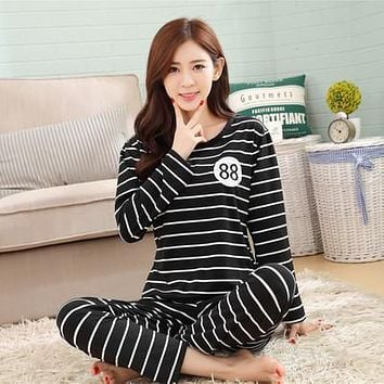 Leisure long sleeved  silk  pajamas