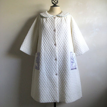 Vintage 1960s Quilt House Coat White Purple Appliqué Trapeze Robe Large