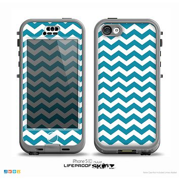 The Subtle Blue & White Chevron Pattern V2 Skin for the iPhone 5c nüüd LifeProof Case