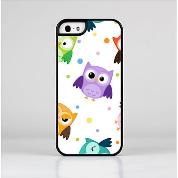The Cartoon Emotional Owls with Polkadots Skin-Sert Case for the Apple iPhone 5/5s