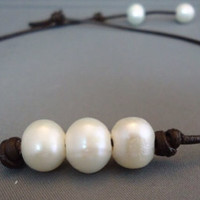 Leather Pearl Choker - Three Pearls
