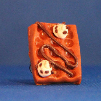 Handmade Polymer Waffle Ring, kawaii cookie jewelry, miniature dessert jewelry, realistic food jewelry,