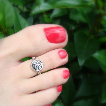 Toe Ring - Silver Coin Bead - Celtic Knot - Stretch Bead Toe Ring