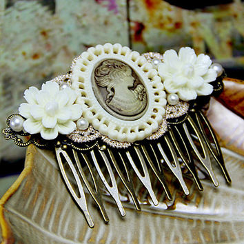 Victorian Hair Comb Beige White Camellia Rose Resin Flower Retro Cameo Dramatic Bridal Jewelry Theater Wedding Bridesmaid Romantic Haircomb