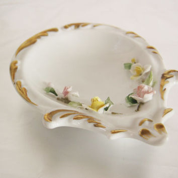 1940s Capodimonte porcelain wedding ring holder with 3D floral decoration - jewelry dish
