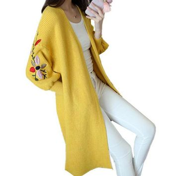 2017 New Autumn Women Thin Cardigan Sweater Coat Fasihon Foral Embroidered Lantern Sleeve Loose Long Sweater Female LU341