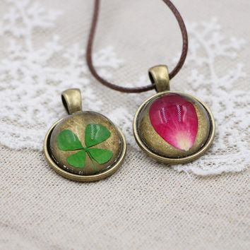 Eternal of life Gems Dried Flower Pendant Necklace Cute Forever clover Pendant Necklace Rope Chain Charm Women Jewelry