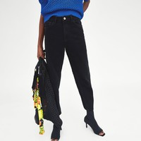 HIGH-RISE MOM FIT JEANS DETAILS