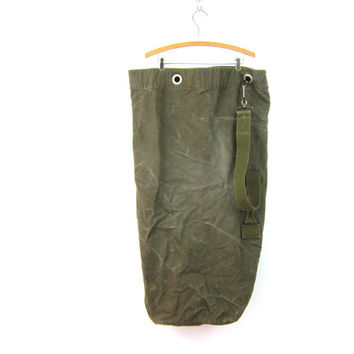 vintage army green rucksack heavy duty canvas laundry bag duffle bag US military stitched sewn patina wear Grunge Hipster Dells