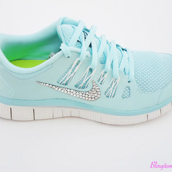 ON SALE RARE Authentic hard to find Limited quantity Women's Nike Free 5.0 running shoes Glacier Ice Night Factor Summit White Comfortable