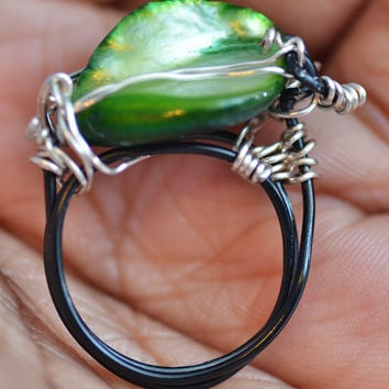 Green, Wire wrapped, Pearl Statement Ring with Black Wire Band, Size 7, Womens Jewelry, Statement Jewelry