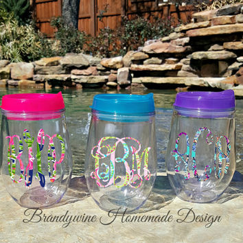 Bev2go Stemless Wine Glass Tumblers with lid and straw, Lilly Pulitzer Inspired Monogram, 10 oz Wine Tumbler, Paisley Monogram Tumbler