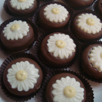 12 Milk Chocolate Daisy Oreo Cookie Favors Daisies Flowers Birthday Tea Party Weddings Garden Floral Bridal Shower