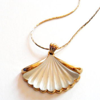 Avon Satin Glass Fan Pendant Necklace Seashell Gold Tone Frosted Camphor Vintage
