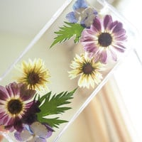 The Mix Daisy Pressed Flower Phone Case