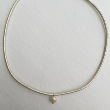 Pearl leather choker, pearl necklace, freshwater white pearl, pearlised cream leather cord