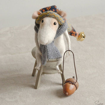 Needle felted mouse, felt ornament, soft sculpture, figurine, animal forest, Christmas dress, tender mouse
