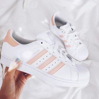 VLX85E Beauty Ticks Adidas Superstar White/pink