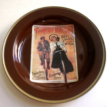 Round Tin Trays by Nevco Vintage Ads