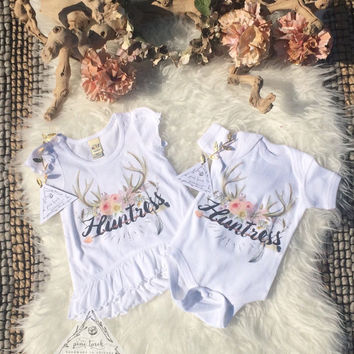 HUNTRESS antlers feather bodysuit baby shirt creeper one piece boho arrows baby clothes / hunting Baby Shower Gift / Newborn bodysuit