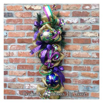 Mardi Gras Swag - Fleur De Lis Swag - Mardi Gras - New Orleans - Jewel Crown - Beads - Deco Mesh door Swag - Door Decor - Ready To Ship
