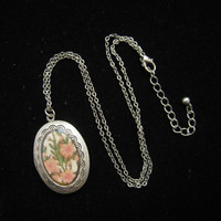 Vintage Oval Floral Locket Pendant Necklace 1970s